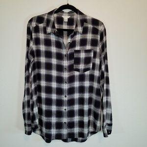 Caslon black & white plaid button down shirt. Sz M